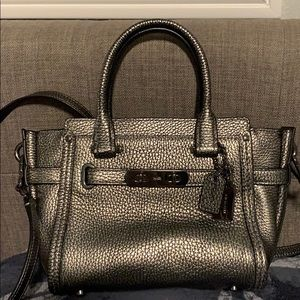 Coach Swagger 21 pebbled leather / Gunmetal color
